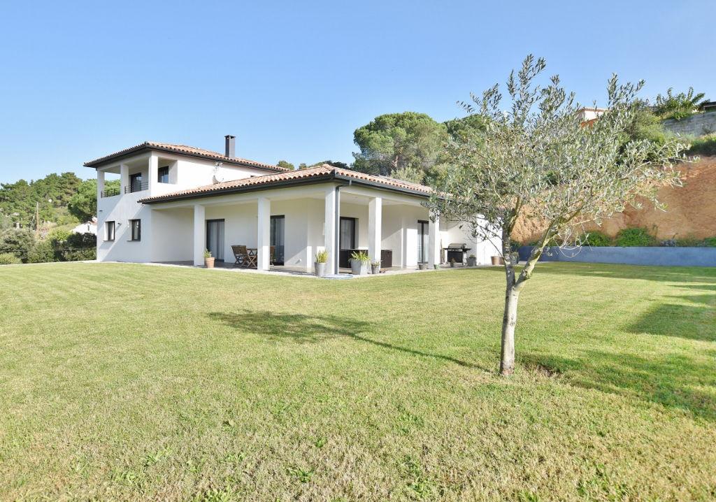 Proche Ajaccio Superbe villa récente