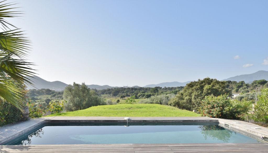 Proche AJACCIO Villa récente avec garage + piscine