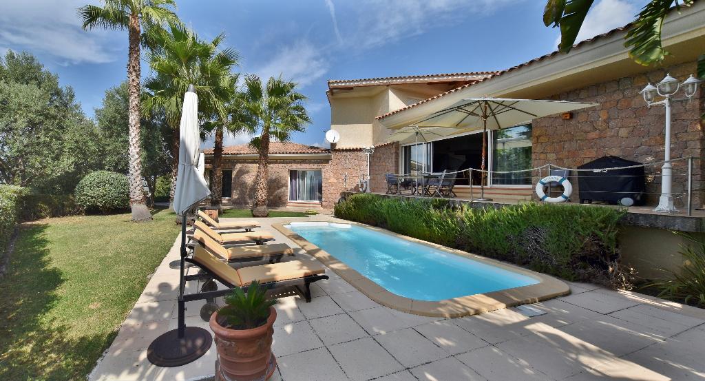 PROCHE AJACCIO superbe villa d'architecte avec vue mer