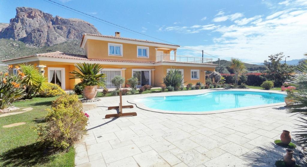 PROCHE AJACCIO - Superbe Villa F6 + piscine