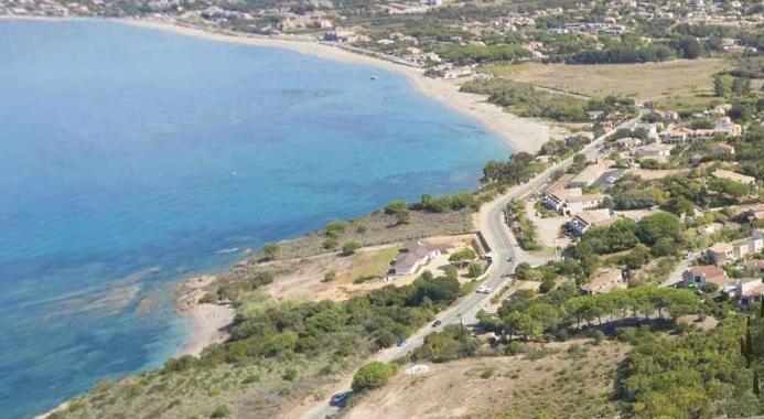 PIETROSELLA Spacieux T2 vue mer proche plage