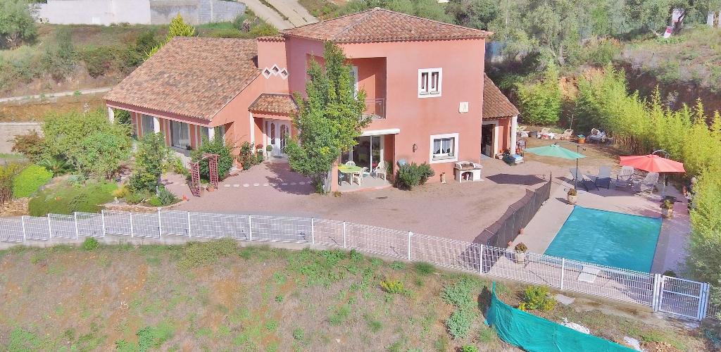 PROCHE AJACCIO  Superbe villa avec piscine et vue mer