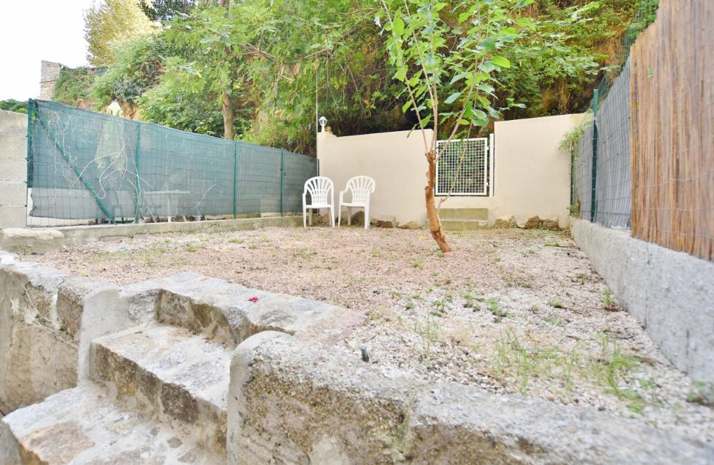 AJACCIO Centre Ville - Beau T2 rénové avec jardin