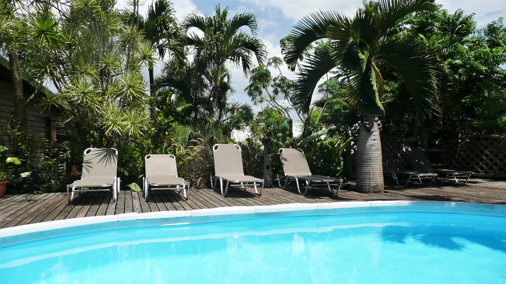 Très proche de la mer, dans leur écrin tropical Villa, maisonnette et gîtes