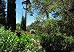 À deux pas des plages et du village mythique de Saint-Tropez, charmante villa neuve avec piscine