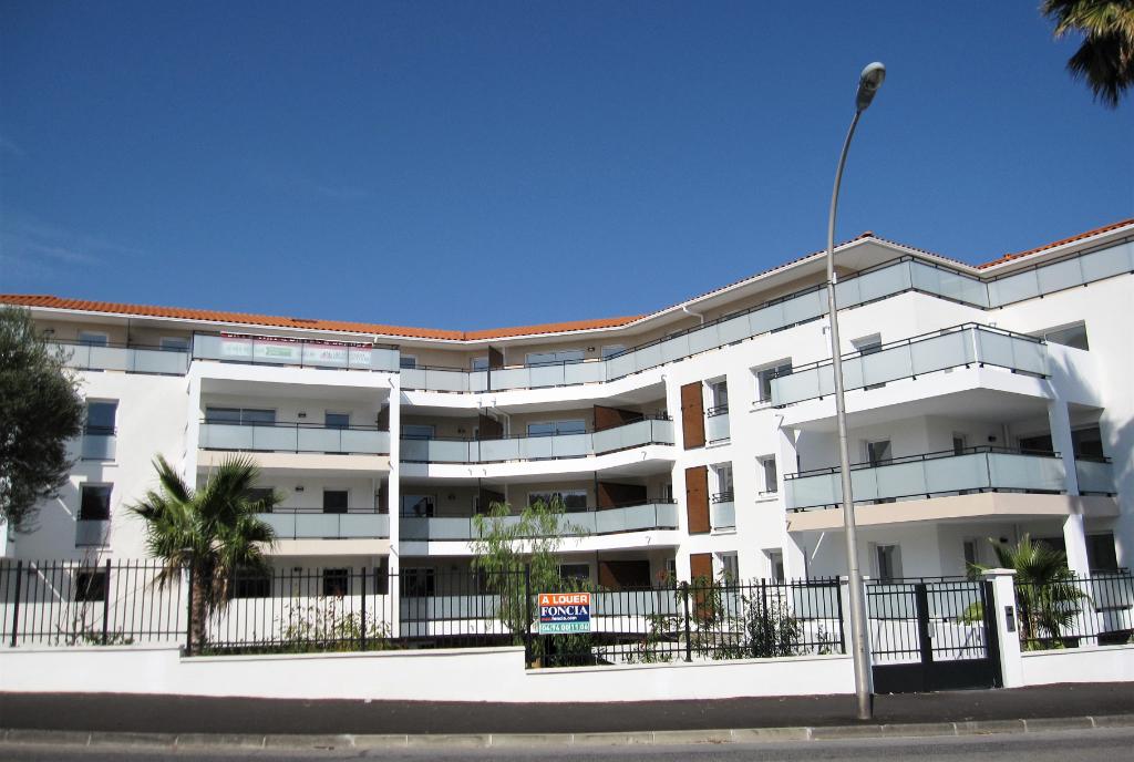 Profitez de la douceur de vivre à Cavalaire, au calme, en centre ville et proche de ses plages de sable fin !