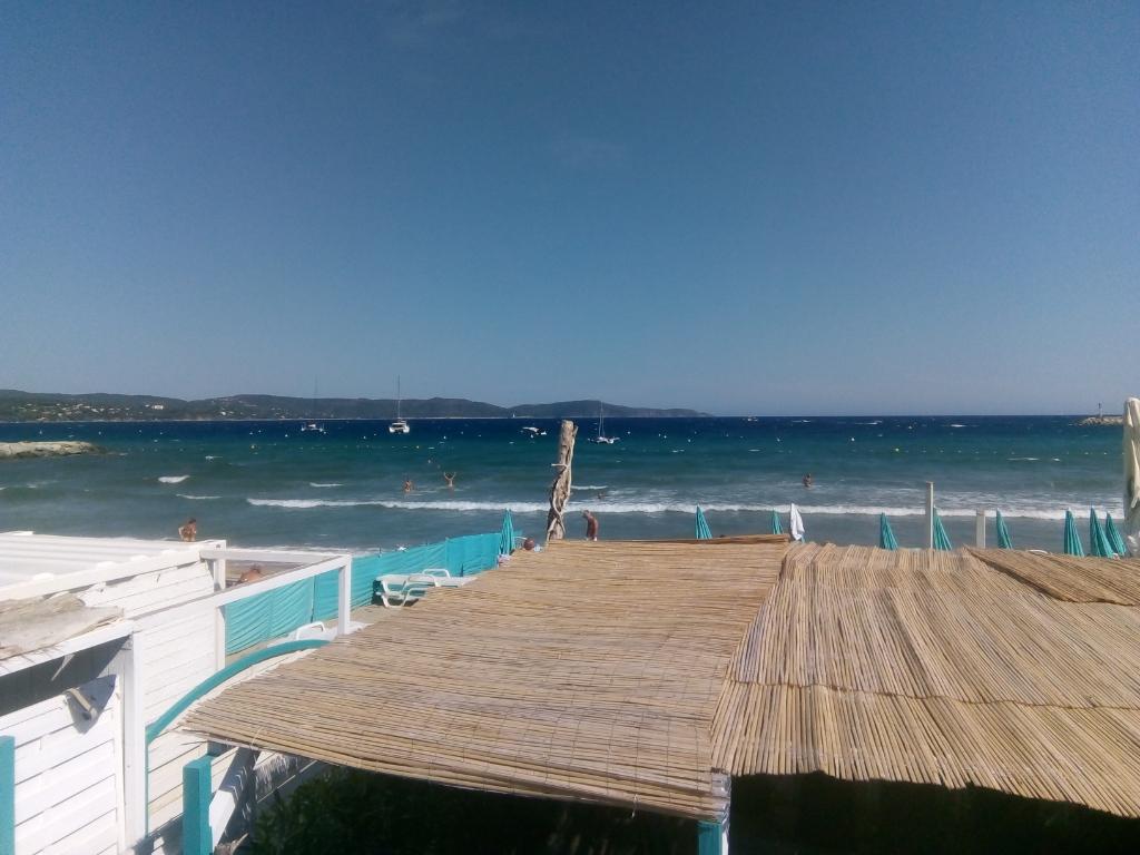Cavalaire: rare, à 100m de la plage, T4 neuf avec terrasse, à 500m du centre ville