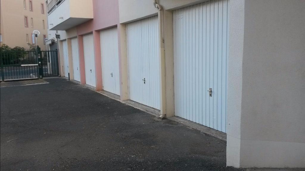 Quartier Richelieu beau garage individuel a louer à l'année