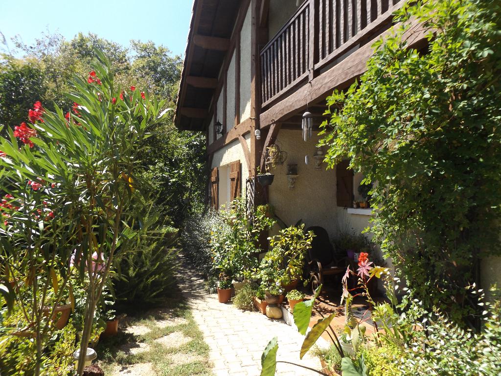 Maison  10 pièce(s) 250 m2