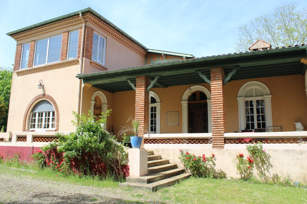 Maison d'hôtes et gîtes 20 pièce(s) 490 m2. Proche de Montfort-en-Chalosse