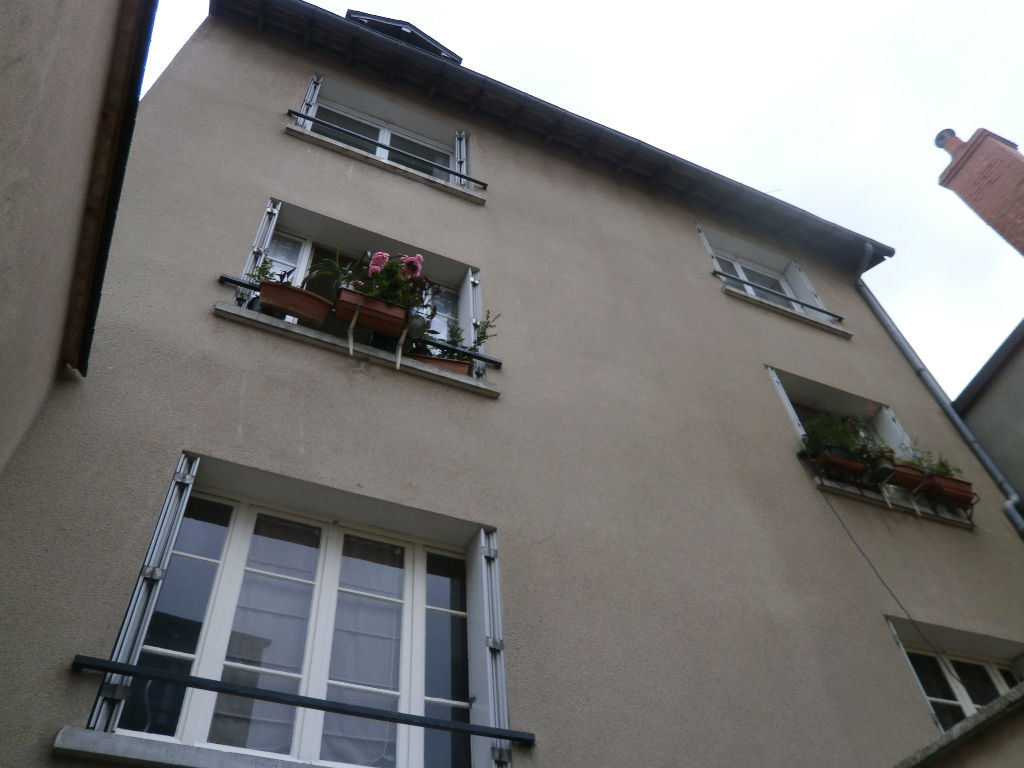 APPARTEMENT DE 3 PIECES DE 75 M2 AU 2 EME ETAGE