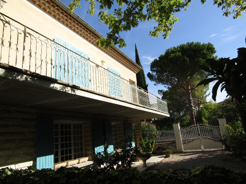 Maison proche du centre ville,  11 pièce(s) 288 m2 sur 2 niveaux. 3 garages fermés. contact : 0699425308