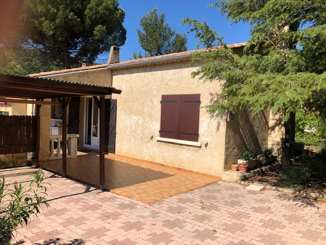 Sur Vaison la Romaine, Villa  plein pied 5 pièce(s) 116 m2 avec piscine sans vis à vis quartier calmé et très prisé.