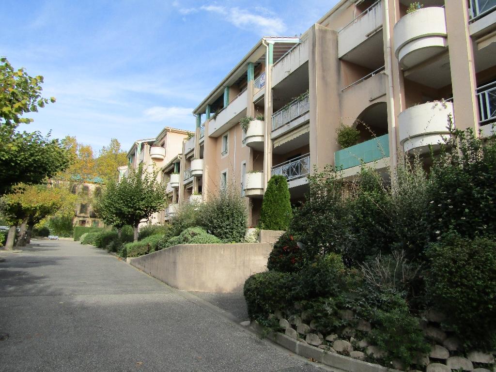 Dans résidence standing, Centrale parc, Appartement  2 pièce(s)  1er étage avec ascenseur 54 m2 impeccable  0699425308