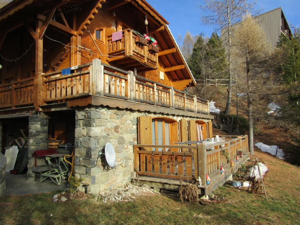 Exceptionnel Chalet  5 pièce(s) 142 m2 composé de deux appartement. Plus de 600 m2 de terrain. Une vue exceptionnelle au pied des pistes. Tel 0699425308