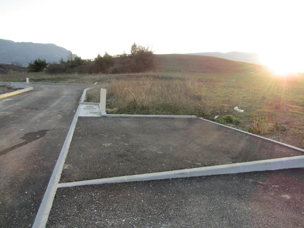 Hors lotissement - Terrain   2743 m2 viabilisé en Drôme provençale dans un cadre exceptionnel. 0699425308