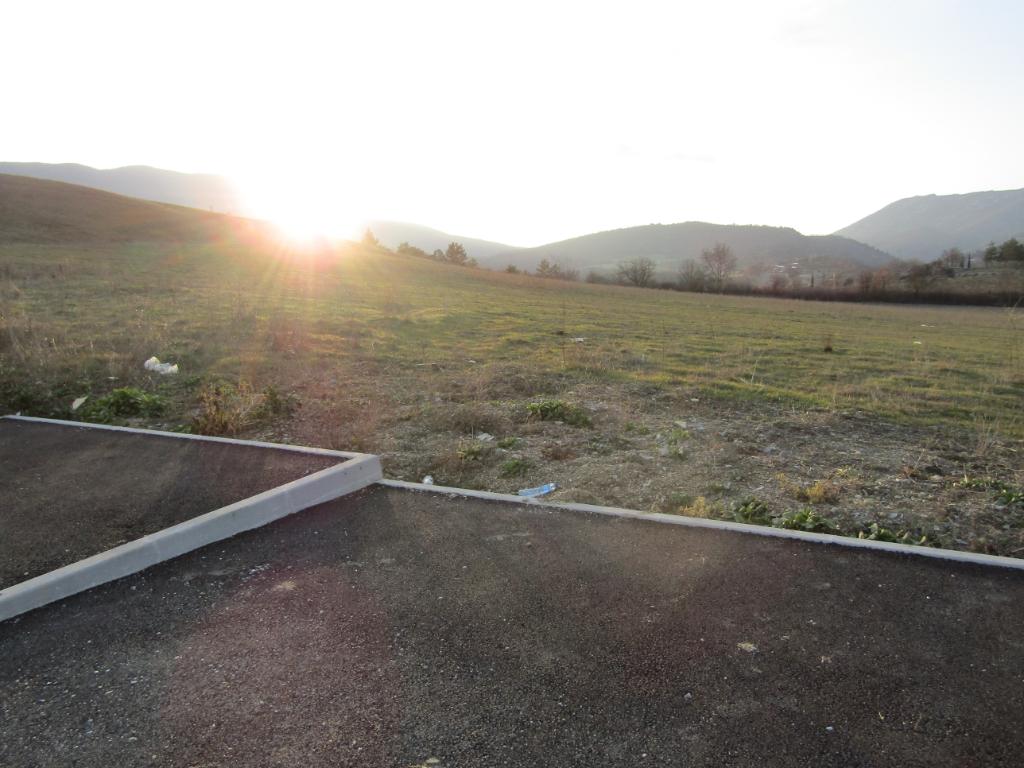 Terrain  778  viabilisé en Drôme provençale dans un cadre exceptionnel. 0699425308