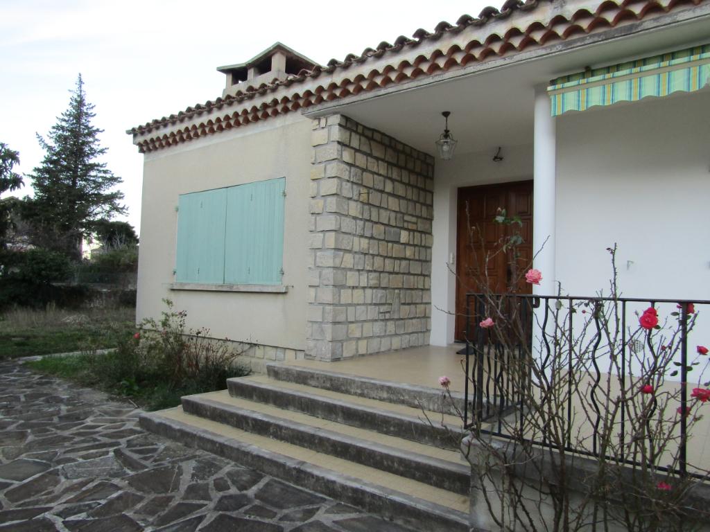 Villa plein pied centre Nyons de 130 m2 sur plus de 880 m2 de terrains 0699425308