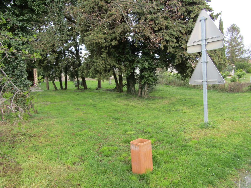 Terrain de 1000 m2  environ constructible 0699425308