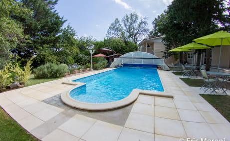 Maison d'hôte de 300 m2  environ entre Dieulefit et Montélimar près du Golf : 0699425308