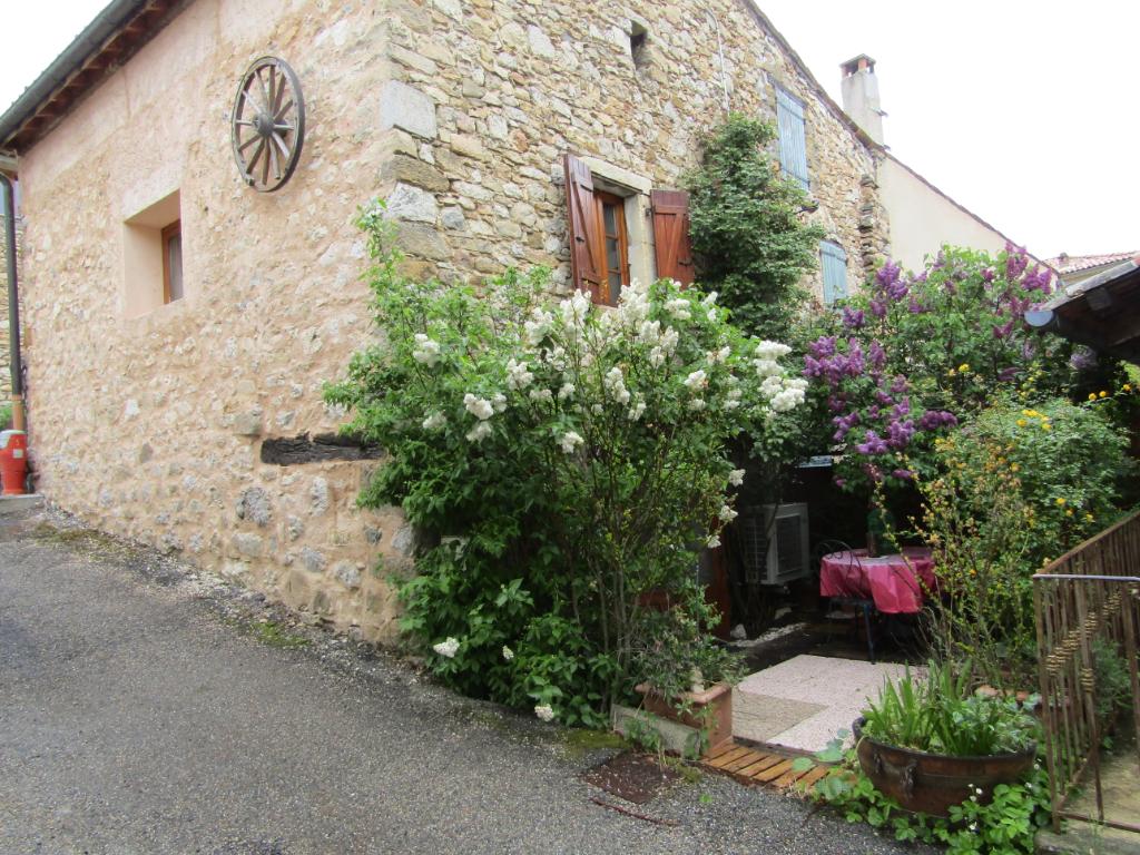 Charmante petite maison de  3 pièce(s) 78 m2 impeccable. Vue et cadre exceptionnel, idéal vacances. 0699425308