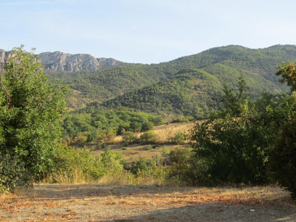 Magnifique Terrain  à 8 kms de sainte Jalle de  2739 m2 constructible hors lotissement, et viabilisé. (Eau, électricité, et tout à l'égout) 0699425308