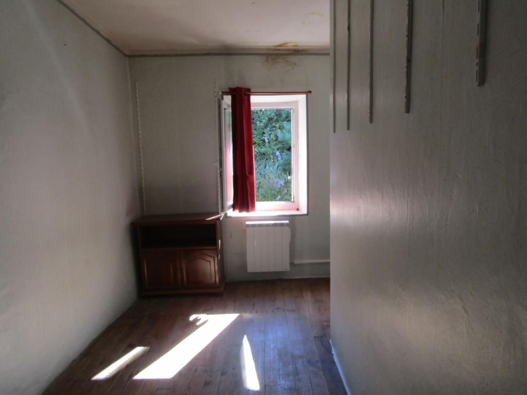 Sainte Jalle. Maison de village  5 pièce(s) 85 m2 et 1020 m2 environ de terrain non constructibles non attenant : 0699425308
