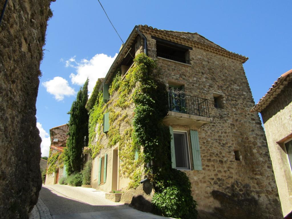 Proche de Nyons,superbe maison de village à Puymeras 5 pièce(s) 105 m2 belle vue sur Ventoux. 0699425308