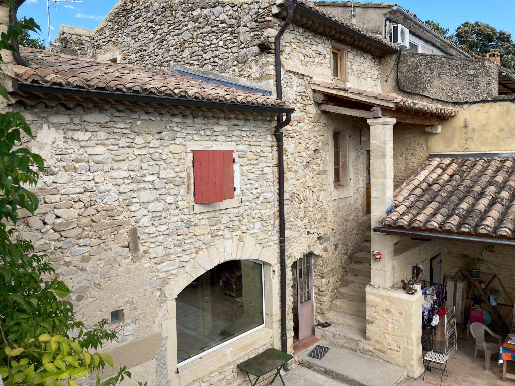 Magnifique ferme restaurée en pierre à Saint Pantaléon Les Vignes 9 pièces 315 m2 sur 4000 m2 de terrain avec une vue magnifique des Montagnes Annie 0668368774