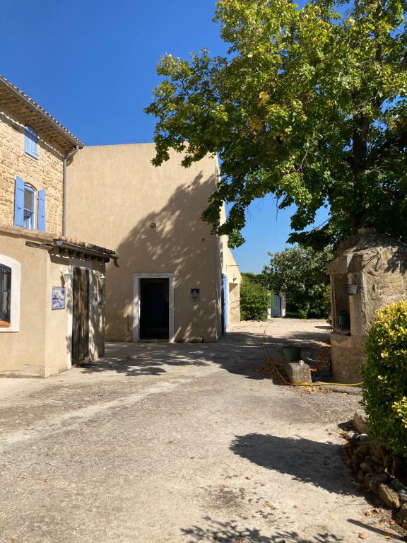 A Bouchet en Drôme Provençale, un magnifique Mas de 255 m2 sur un terrain arboré et clos de 2800m2 Annie 0668368774