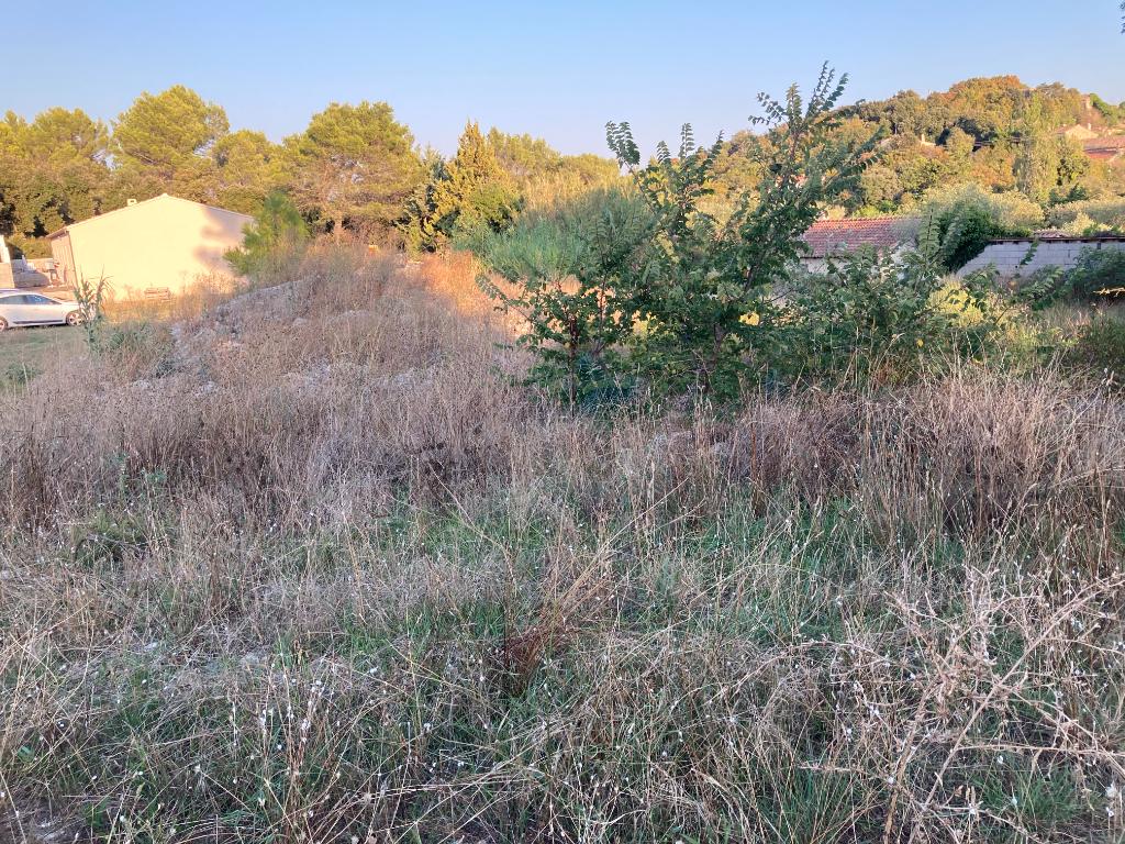 A Lagarde-Paréol, petit village de 330 habitants, Terrain plat constructible et viabilisé de 1180 m2 dans un endroit calme, Annie  0668368774