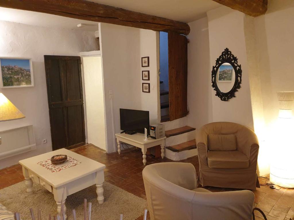 A Sablet charmante maison de village en pierre à l'intérieur des remparts de 59 m2, idéal pour investir en gîte, Annie 0668368774