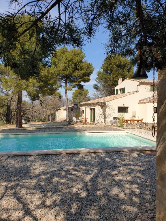 Charmante maison atypique à Faucon 5 pièce(s) 141 m2 0618473547