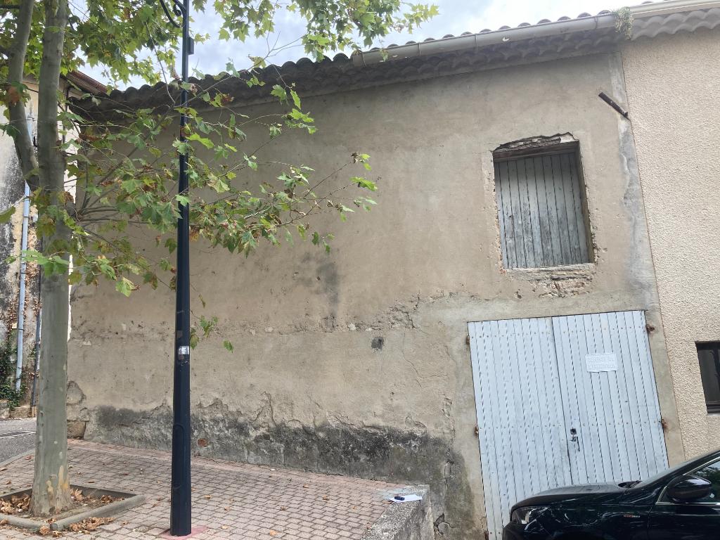 A Tulette garage fermé d'environ 15m2 situé au centre, Annie 0668368774