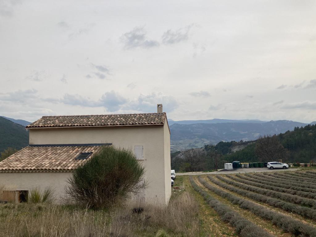 A Bellecombe Tarendol  charmante maison de 120m2 avec un beau terrain de 990m2 avec une vue magnifique et du Mont Ventoux, Annie 0668368774