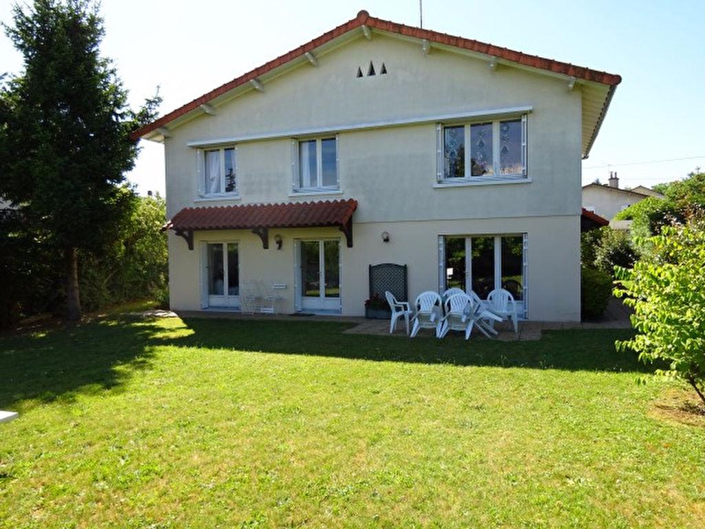 Maison Saint Benoit 6 pièce(s) 163 m2