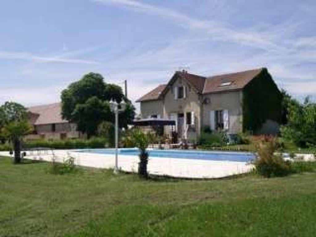 Maison de Maître à Lurcy Levis avec gîte et piscine.