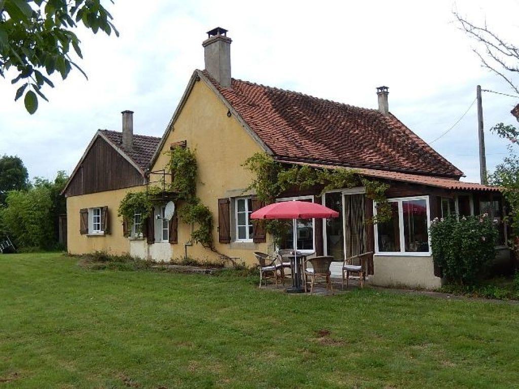 Belle maison individuelle sur 2000 m² avec une vue imprenable de la véranda.