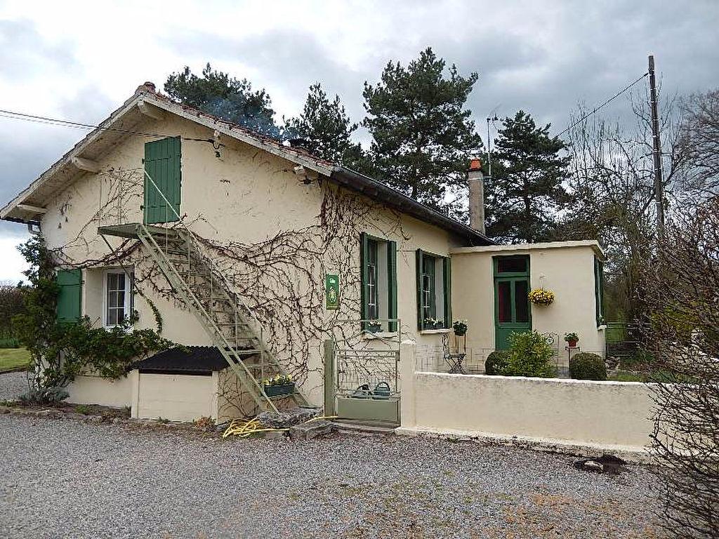 Valigny -Maison avec grange et gîte sur un terrain de environ 2.5 ha.
