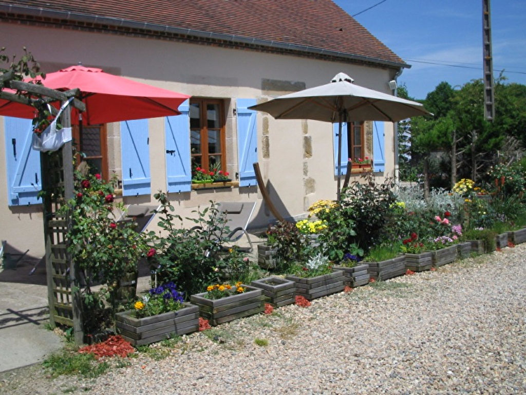 Saint Caprais -longère avec beau jardin