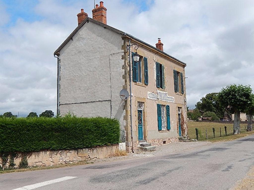 Louroux Bourbonnais ? L'ancien bureau de poste est transformé dans une jolie petite maison.