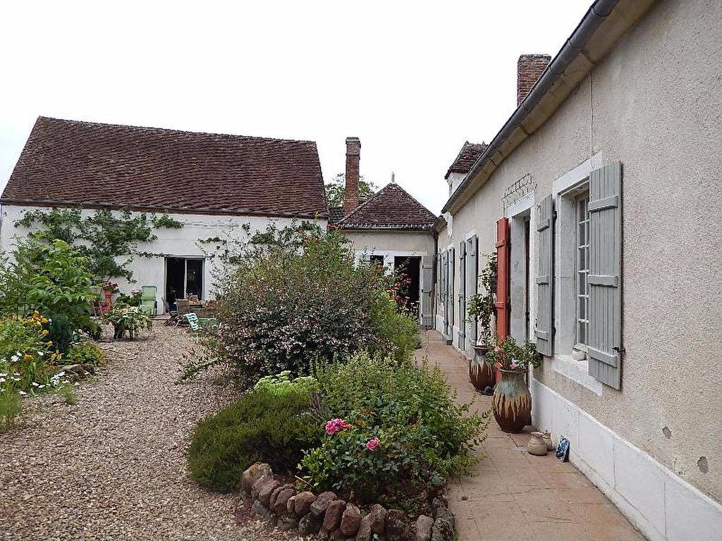 Coust ?Maison de 180 m² avec 5 chambres d'hôtes et grande grange.