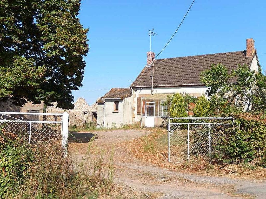 Cerilly    Joli fermette composé d'une maison, une grange et une cour avec un superbe tilleul.