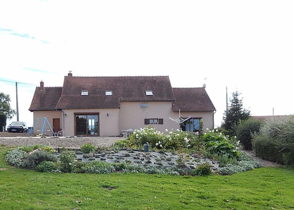 Vernusse - Belle maison lumineuse avec des superbes vues panoramiques.