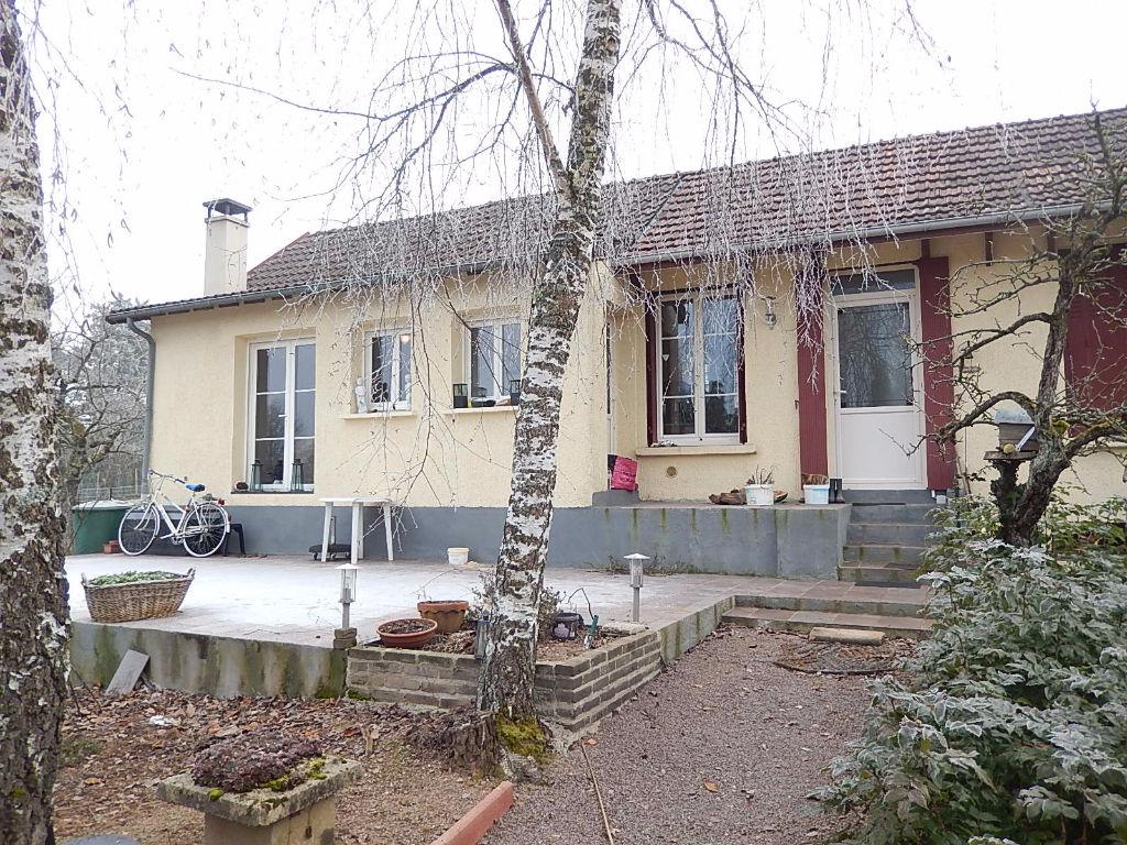 Cerilly   Maison avec grand garage et atelier sur un terrain de plus de 2900m²