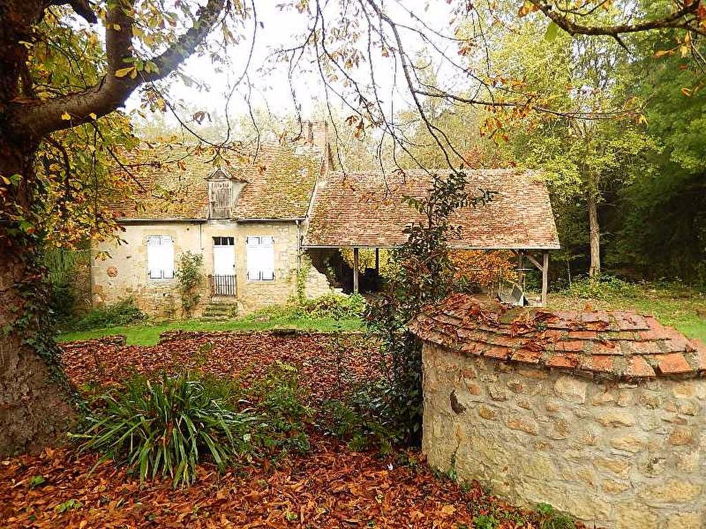Vieure -Une maison idyllique près d'une ruisseau.