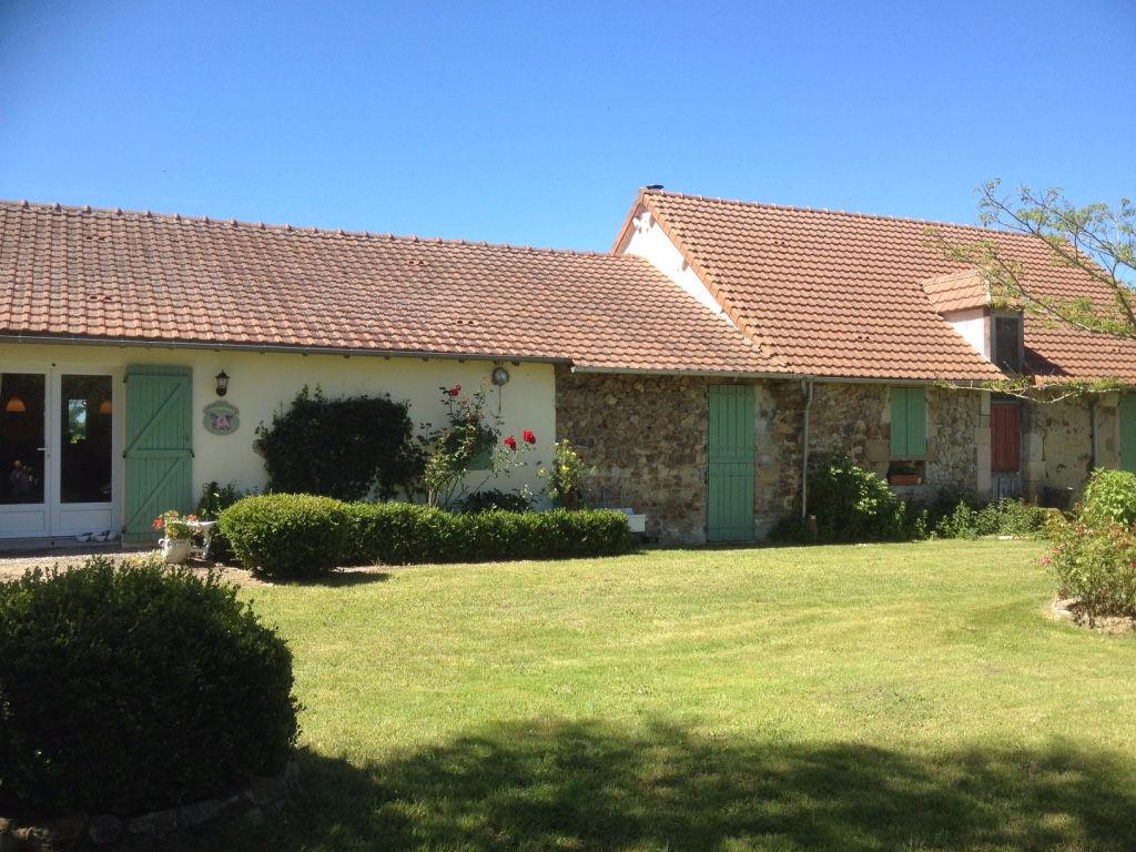 Chappes ?Maison rénové, plain pied, sur un terrain de 1 ha.