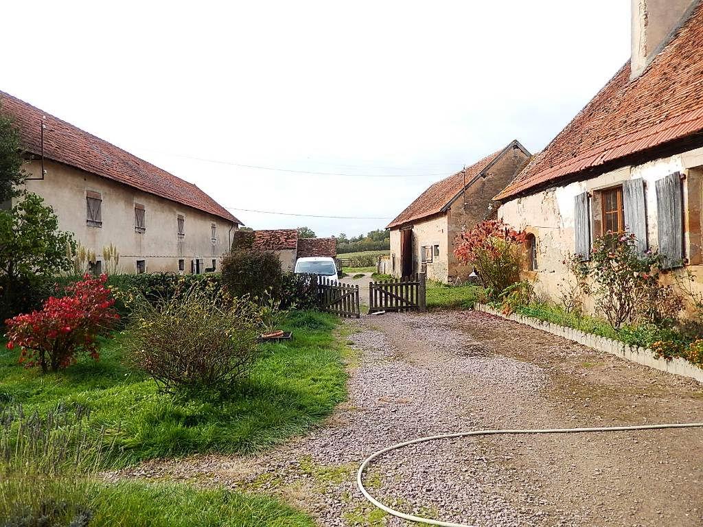 Cerilly -Domaine agricole sur 72ha , maison  et bâtiments .