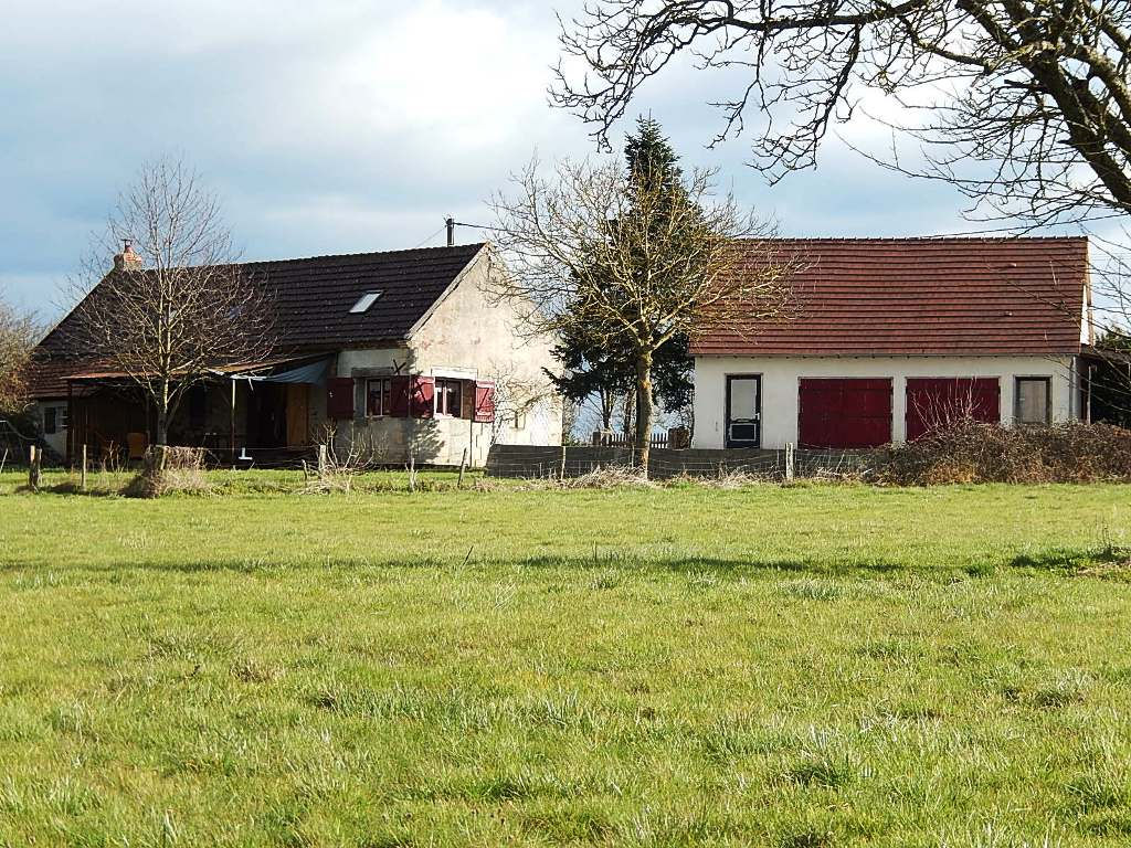 Saint Plaisir -Maison avec nouvelle grange sur terrain de 2100m2