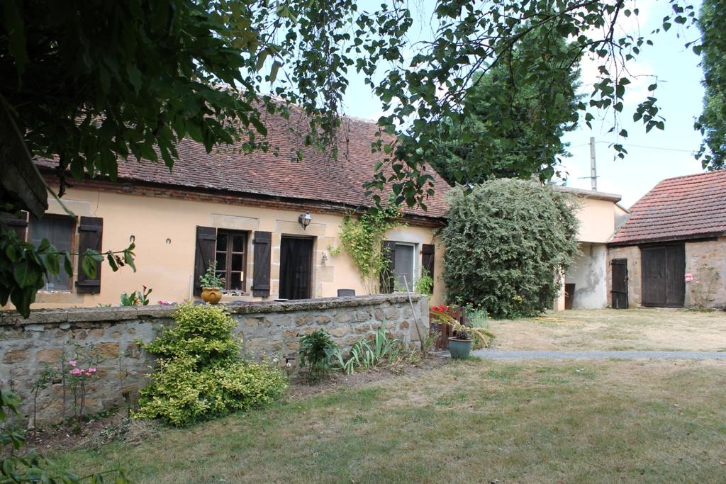 Saint Aubin le Monial- Maison sur terrain de 7090m²; en campagne, mais au même temps proche du village.